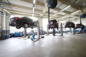 Auto garage with cars in air