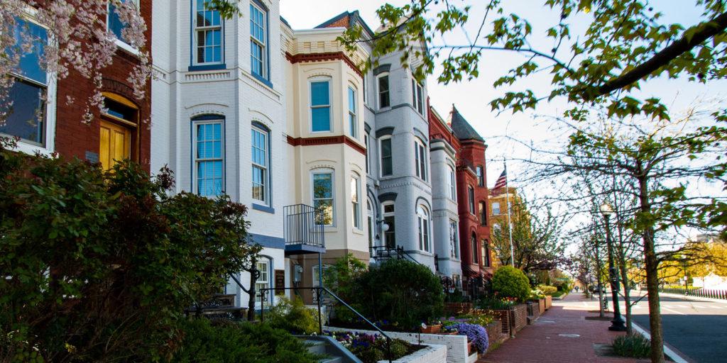 street of homes that need HOA insurance